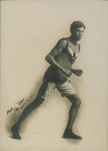 427px-T_Longboat,_the_Canadian_runner_Running_(HS85-10-18315)