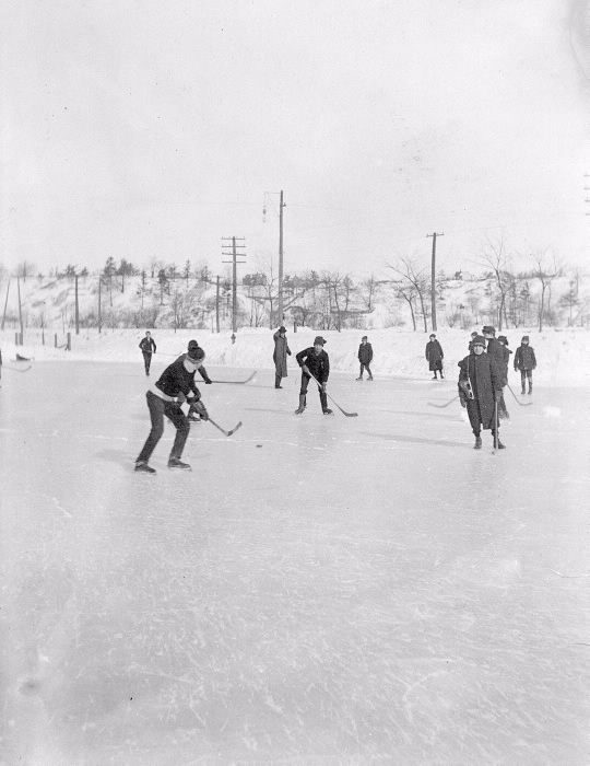 1900 Hockey on  Don flats (Riverdale Park)