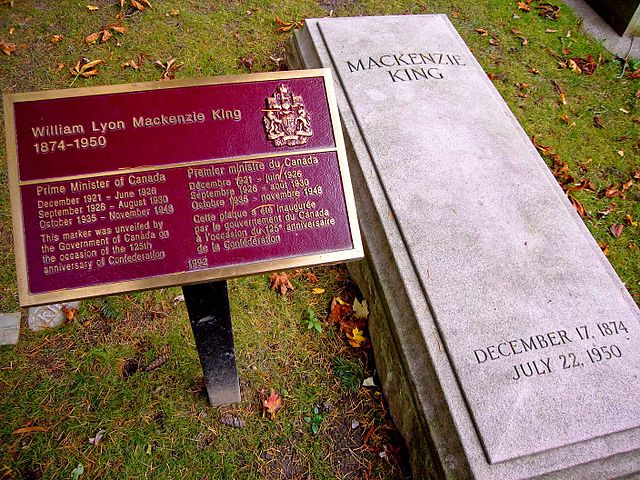 640px-Grave_of_William_Lyon_Mackenzie_King