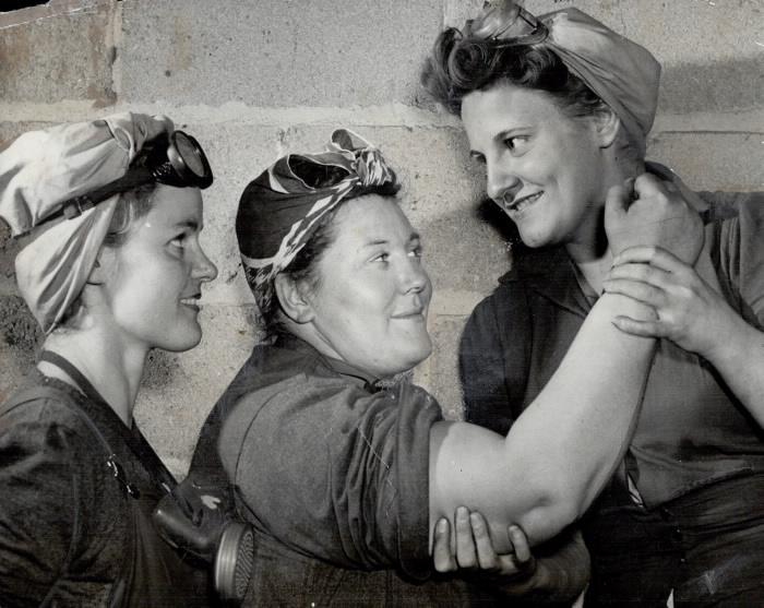 1943 photo: three women sandblasters