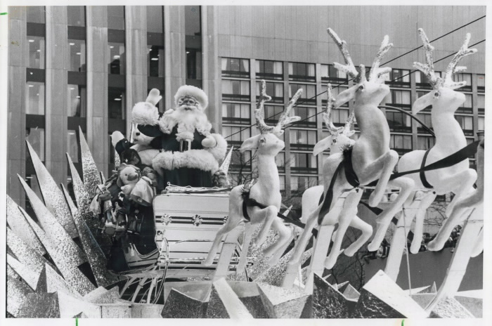 1979 Toronto Star photo Santa in his sleigh waving to crowd