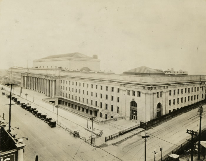Union Station opened 1927, Front St. W., s. side, betw. Bay & York Sts.