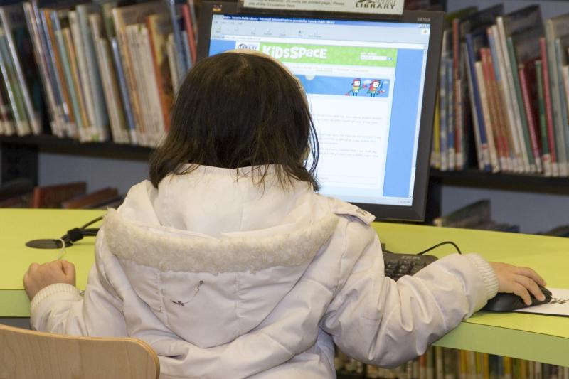 Kids_using computers_WS2007_mg_5375