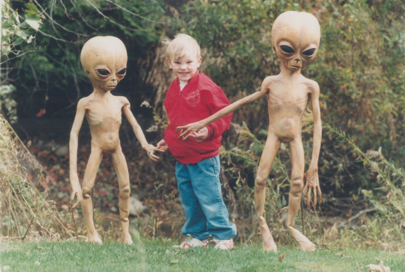 Toronto Star photo of boy with aliens