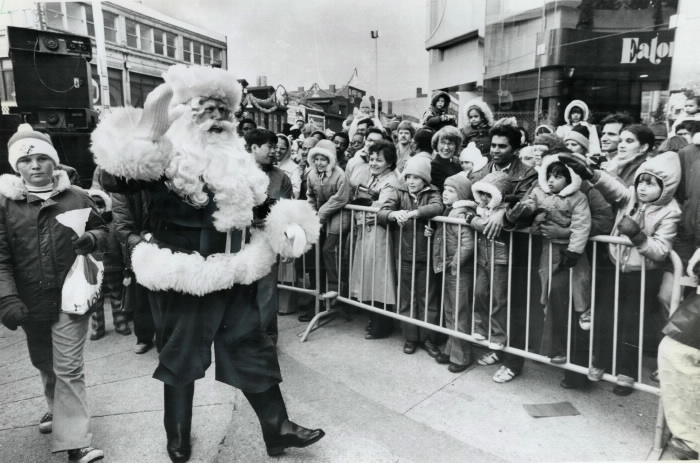 1979 Toronto Star photo Santa on foot at annual Eaton's parade Toronto