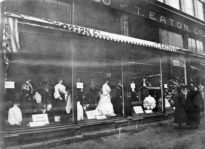 800px-Eaton's_store_façade,_Toronto,_1918