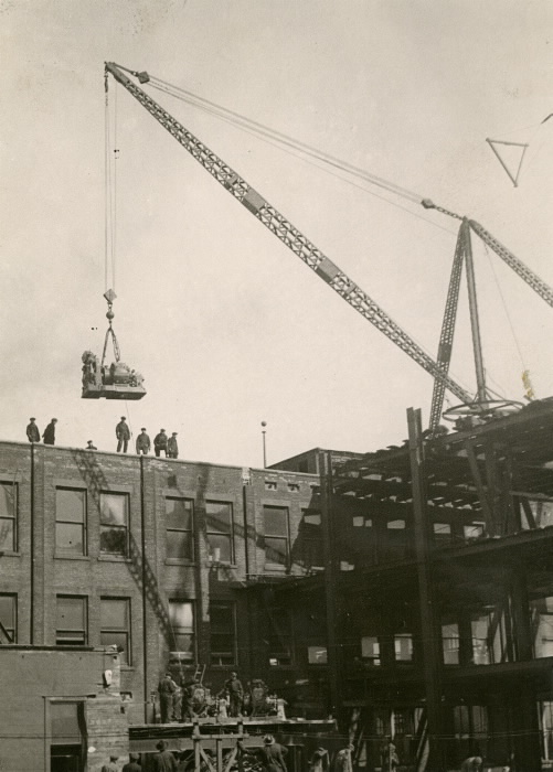 Eaton, T., Company, shop, Yonge St., w. side, between Queen & Albert Sts 1923 Lifting a Seven Ton Motor