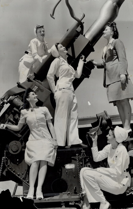 Five women inspect an anti-aircraft gun at GECO plant in 1944