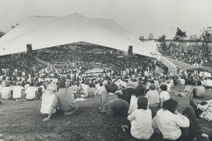 1971 photo the Forum after construction free concert event