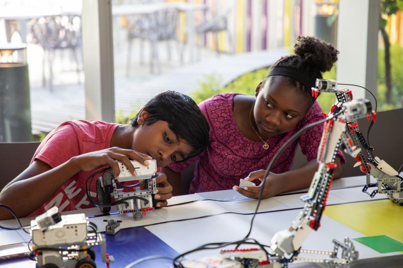 Two kids building robots
