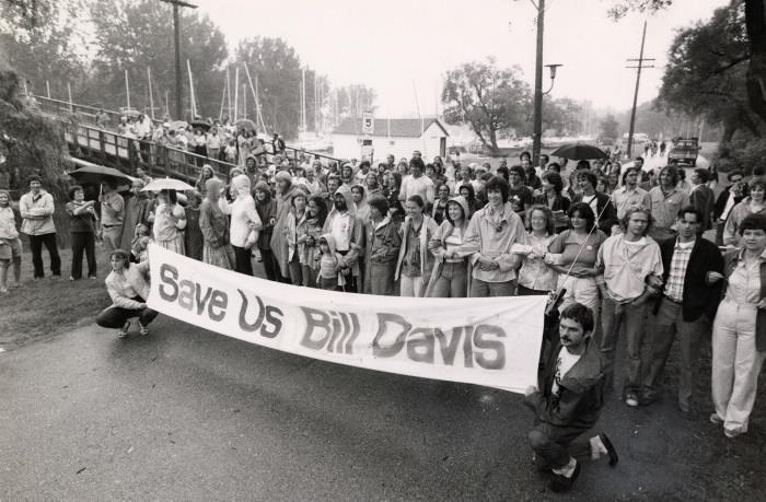 Toronto Island residents waiting for the sheriff, Jim Wilkes, Toronto Star Photo Archive, 1980