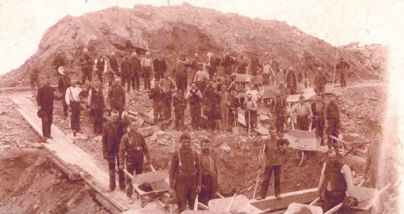 Photo of miners working the Ophir/Havilah Mines in 1900.