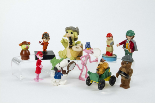10 toys and collectibles are pictured on a white background. They include recognizable characters such as the Pink Panther and Snoopy.