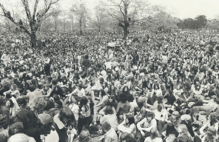 Large crowd sitting in park